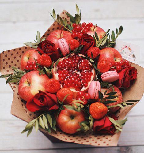 Букет с красными яблоками
