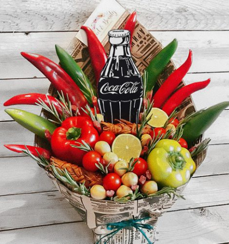 Букет с зелеными и красными перцами