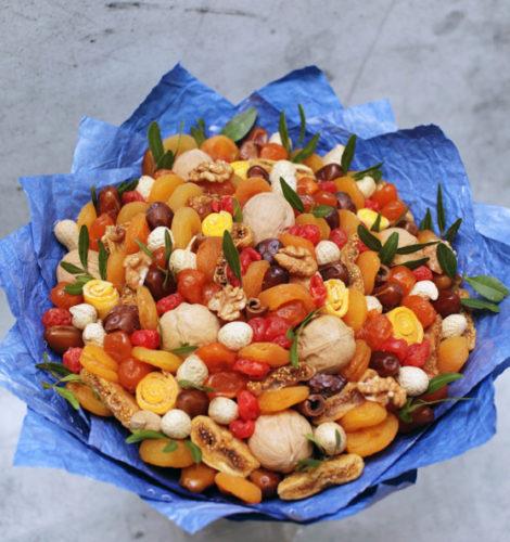 Букет «Сладкий июнь» из арахиса и вишни
