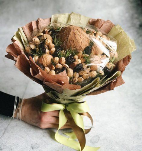 Букет из орехов и чернослива «Кокос»