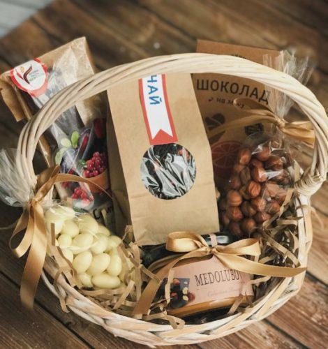 """Подарочная корзина """"Фундук с шоколадом"""""""