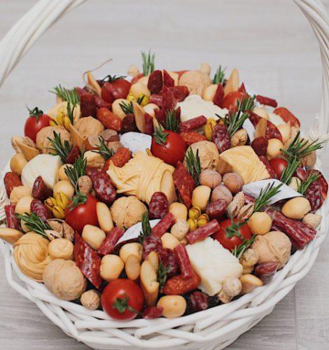 Колбасный-ореховый букет