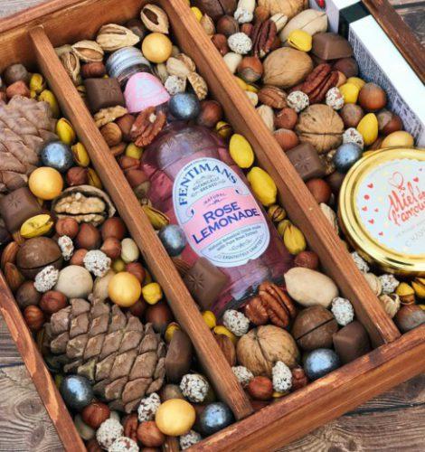 Ореховый ящик с лимонадом и мёдом