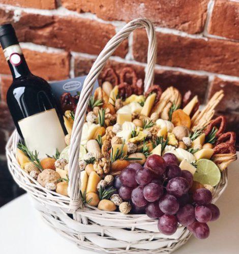 Корзина с сырами и сурукхофтами «Тоскана»